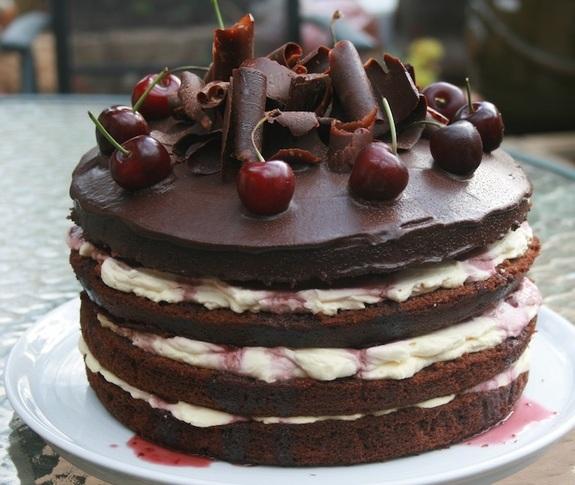 Торт «Черный лес» с вишней и шоколадным кремом