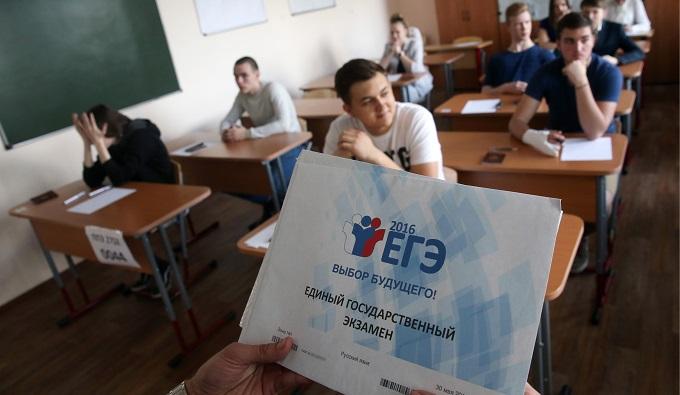 Школьники ЕГЭ ругают, но просят оставить