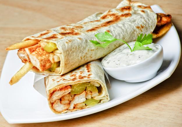 Рецепт шаурмы с курицей и овощами, приготовленной в домашних условиях