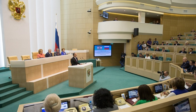 Сенатор призывает ввести визовый режим со Средней Азией