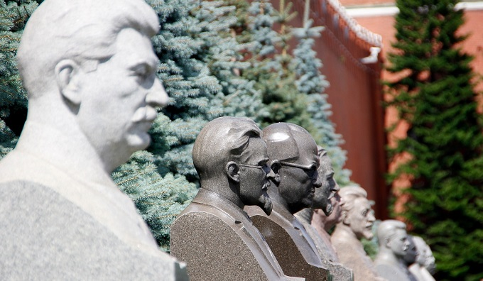 Россияне высказались о памятниках Сталину