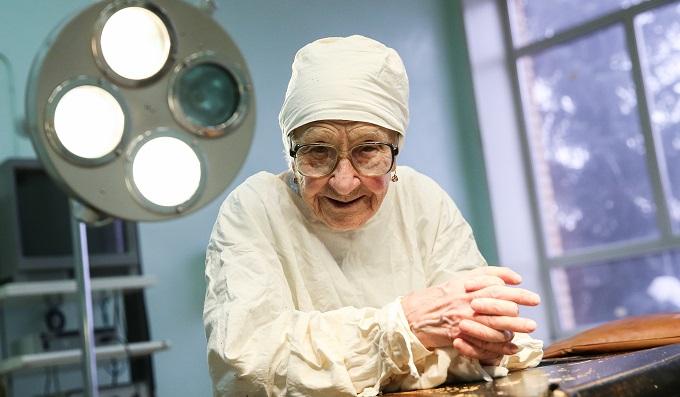Практикующий хирург в 90 лет!