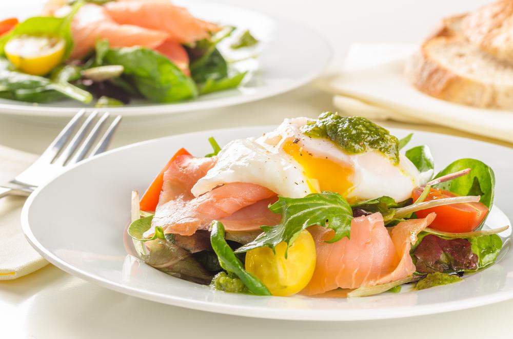 Салат с лососем – любимое блюдо гурманов