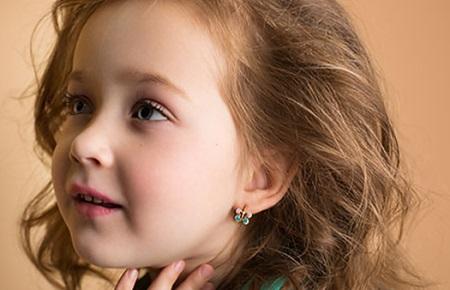 Золотые серьги для девочек: оригинальный дизайн и стиль