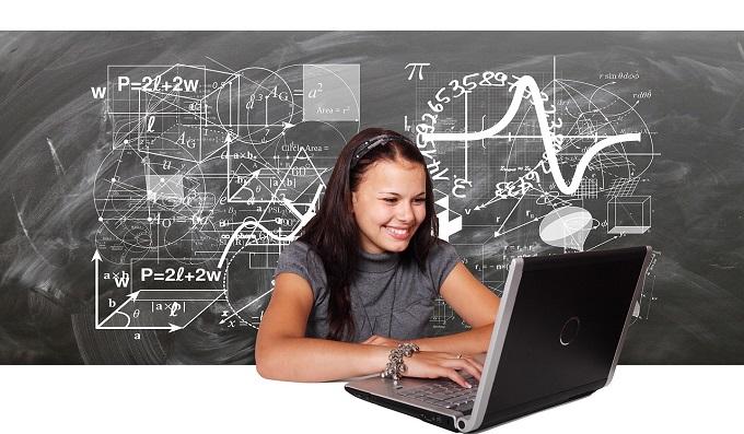На уроках труда школьников предложили обучать поведению в интернете