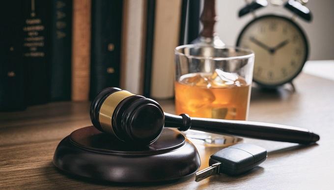 «Осторожно: за рулем судья!»