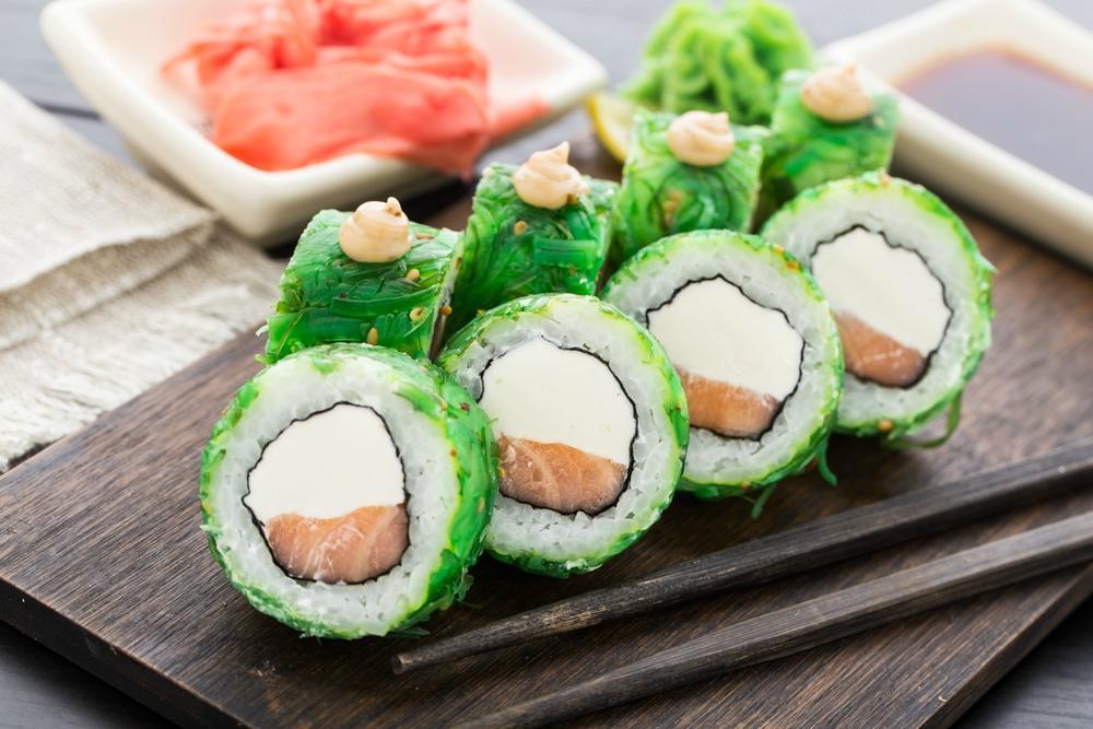 Японская кухня с доставкой на дом от Якитории