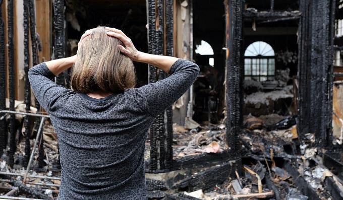 Жертвы наводнений и пожаров получат гроши