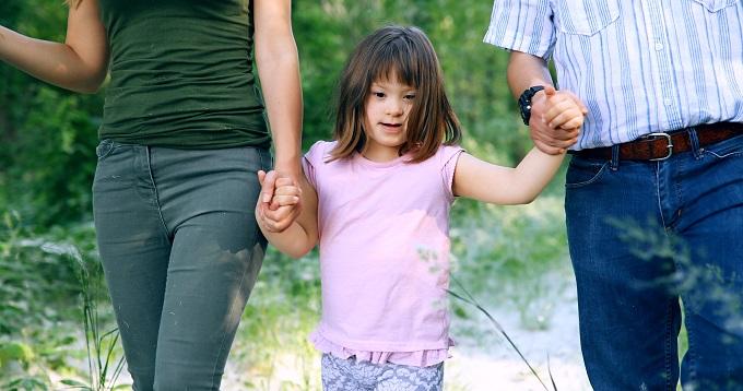 «Не более трех детей в одни руки»
