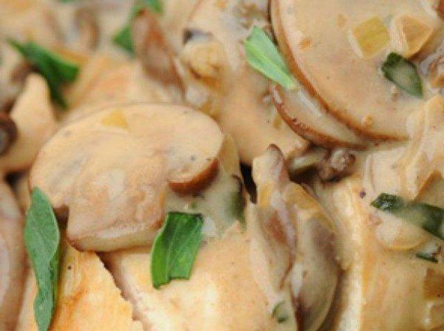 Индейка с грибами в сметанном соусе