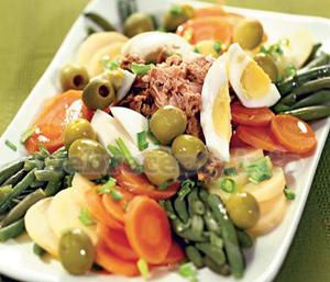 Салат с зелёной фасолью и тунцом