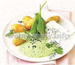 Картофель с зеленым соусом