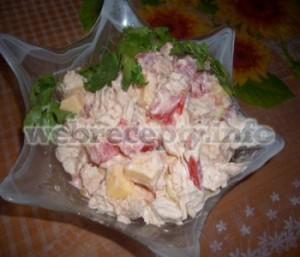 Летний салат с кольраби и ветчиной