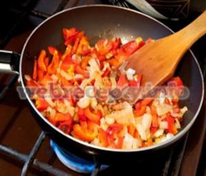 Пассерование овощей и муки для супа