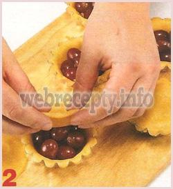 Песочные ореховые пирожные с виноградом