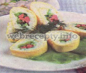Рулет из омлета с сырной начинкой
