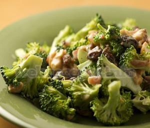 Салат из свежей брокколи рецепт