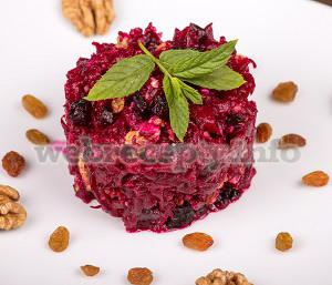 Салат со свеклой и черносливом и грецкими орехами и медом рецепт